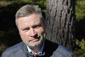 Peter Helander är skogspolitisk talesperson för Centerpartiet och kan bli den som fäller regeringen.