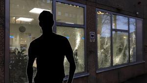Fönsterrutorna till socialtjänstens lokaler på Nygatan krossades vid attacken i november 2017. OBS Bilden är ett montage.