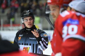 Tobias Nordlander är hockeydomaren från Kramfors som tagit sig ända till SHL och internationella uppdrag. Nyligen dömde han i U18-VM – och fick chansen i finalen.