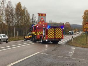 Räddningstjänsten är framme på olycksplatsen.