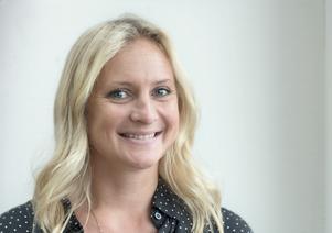 Emma Solander (MP) är gruppledare, ledamot i kommunfullmäktige och barn och utbildningsnämnden samt ersättare i kommunstyrelsen i Nynäshamn.