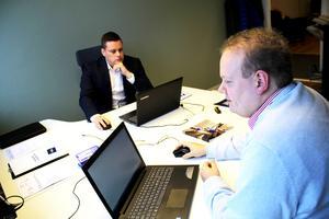Michel Pettersson och Fredrik Björkell på sitt kontor på Slakterigatan i Västerås.