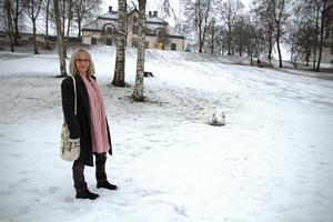 Pia Sundberg vill ha krockskydd på trädstammarna i pulkabacken i Sveaparken.