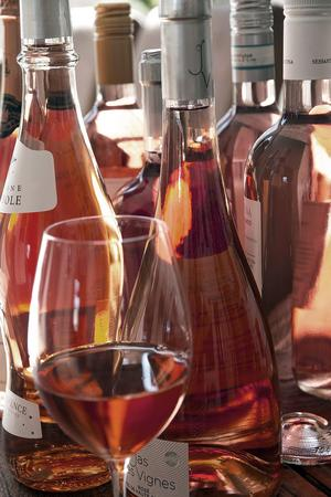 Rosévinerna har på senare år blivit allt bättre. Att vinstilen blivit trendig har gjort att producenterna lägger ner mer omsorg om vinernas kvalitet. Bild: Sune Liljevall