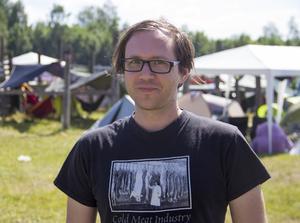 Jens Berg, uppvuxen i Skinnskatteberg, har varit med sedan festivalens början 1999. Han säger att det ofta är fint väder. Att man lider på morgonen, men att det är bra på kvällen – när mörkret faller.