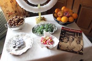 Friherrinnan var förtjust i apelsiner och julen 1946 var Maud de Geer och sönerna omslagsbild på Svensk Damtidning.