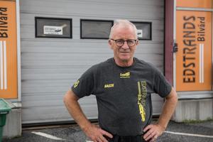 Hans Edstrand, ägare av Edstrands Bilvård, har pendlat mellan Nordingrå och Örnsköldsvik i 20 år. Han har valt att acceptera vägarbetet för var det är och anpassa sig därefter.