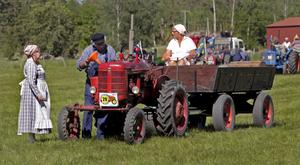 Lantlig idyll. Traktorn har gett upphov till en romantisk bild och blivit en symbol för svunna tider.