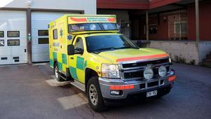Kvinnan blev liggande två timmar på golvet innan hemtjänsten larmades en andra gång. Hon fick med hjälp av ambulanstransport uppsöla sjukvården.