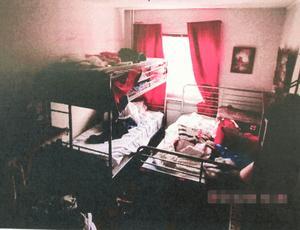 Polisen ansåg att lägenheten i Norsborg var en brottscentral. Vid tillslaget hittades mängder av dyrbara smycken och kläder som stulits i främst Norsborg och Södertälje.