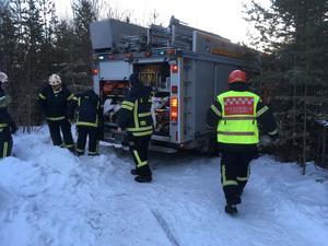 Fem personer från Brunflos räddningstjänst deltog i släckningsarbetet.