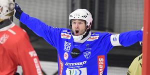 Joakim Hedqvist gjorde det första målet av tre när Vänersborg gjorde tre mål i slutet av den första halvleken och avgjorde onsdagens match. Bild: Mikael Fritzon / TT