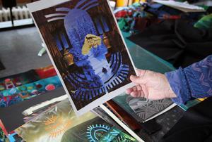 Barbro Ager har fler idéer till konstverk. När det förra sommaren var för hett för att färga tyger, arbetade hon vidare med skisser till bildkollage från olika böcker och broschyrer. Skulle kunna ramas in och sedan även bilda grunden till ett textilt tryck.