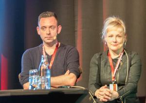 Ragnar Jonasson och Kati Hiekkapelto bär Islands respektive Finlands flaggor på Svenska Deckarfestivalen. Ragnar Jonasson är också en drivande kraft i Islands deckarfestival.