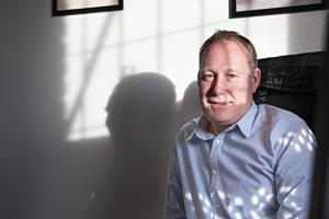 Magnus Aldorsson är operativ chef på Förenade Service och den som ansvarar för Gävleuppdraget. Enligt honom har chefsbyten och brister i planering gjort att man fått fler avvikelser och viten än vanligt.