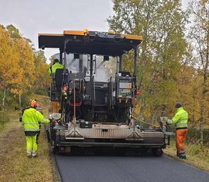 Tack vare stora asfaltsarbeten på rv 84 gick det att få en prisvärd nybeläggning av rullskidbanan mellan Bruksvallarna och Ramundberget.