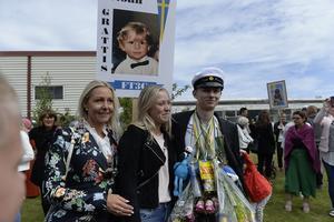 Noah Forsmark tillsammans med mamma Malin och systern Milla Forsmark.