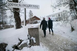 Marschaller skapade en stämningsfull entré till julmarknaden i Trönö.
