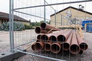 Satsningen på dagvatten- och avloppsledningar blir nu mer omfattande än väntat. Rötter hade trängt in i de gamla  rören.