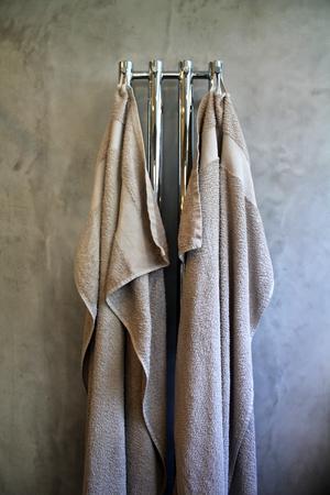 Handdukarna matchar med rummet.