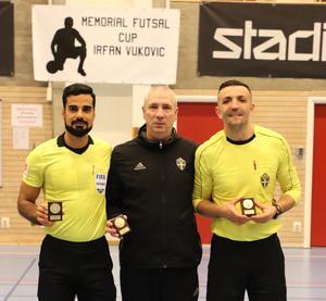 FIFA-domaren Mohammed Al-Hakim (till vänster) var på plats.