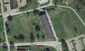 Bild från ovan som visar Sotvretsvägen 19. Till vänster ligger den ena tomten, nummer 17, och till höger ligger den andra tomten, nummer 21. Foto: Google