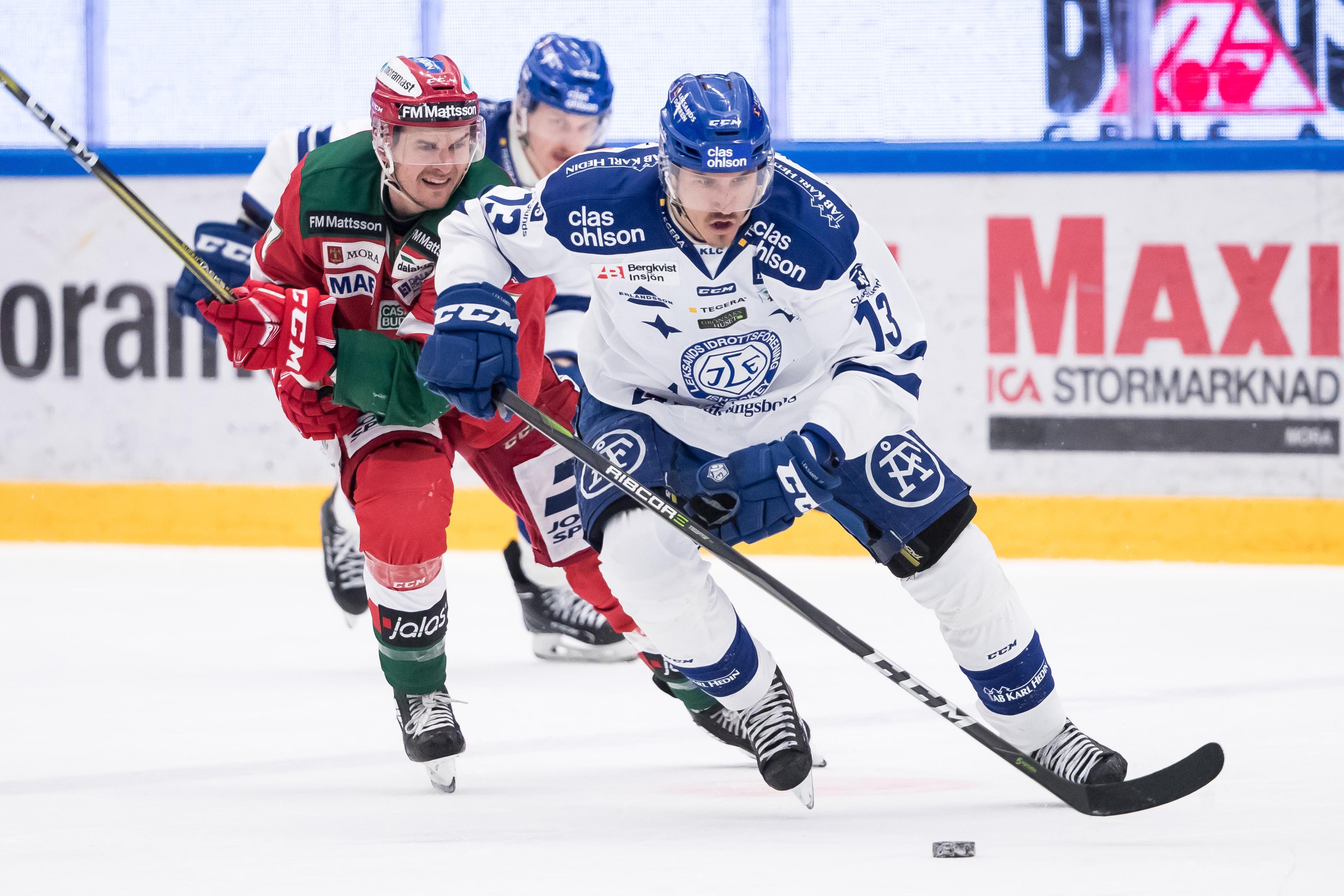 Jon Knuts före Matt Bailey i förra årets SHL-kval mot Mora. Foto: Daniel Eriksson/Bildbyrån.
