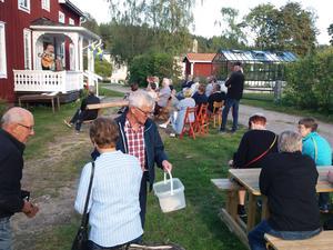 30-talet sill- och surströmmingslängtande medlemmar samlades i Ilsbo hembygdsgård.
