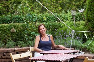 Bremefors är också trädgårdsdesigner, och det har hon haft nytta av när uteserveringen utformats.