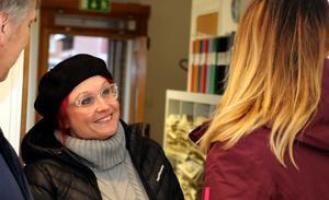 Martin Grelzén och Ylva Lindströms mungipor åkte högt upp när Erika berättade om den positiva utvecklingen som varit sedan lördagens dramatiska händelse.