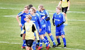 Dala-Järna har ett drömläge på division 3 inför kvalets avslutning mot Delsbo nästa helg. På bilden syns Natanael Pehrs, Emil Hermansson, Fredrik Sixtensson samt Wille Vestlund. Hilles Martin Linder deppar i förgrunden.