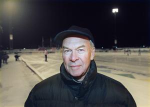 Sven Karlsson var alltid på plats när Sandviken spelade på Jernvallen. Den här bilden är tagen 1999, när Sven skulle fylla 70 år. Foto: Lasse Wigert.