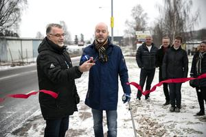 Ingarvsvägen invigs med bandklippning av Kenneth Magnusson, Ingarvsföretagarnas marknadsgrupp och Jonny Gahnshag, kommunalråd.