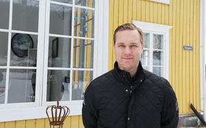 Förre leksingen Jens Bergenström la skridskorna på hyllan för att bli mäklare.