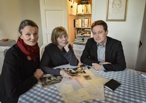 En bok, ett liv. Formgivaren Nina Ulmaja, Monica Tranströmer och redaktören Magnus Halldin har färdigställt boken