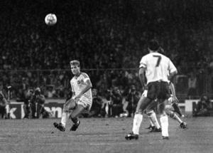 Glenn Hyséns lysande backspel i bortamatchen mot England 1988 sågs som den största anledningen till att Sverige klarade 0-0 och fick en poäng i VM-kvalet. I Expressen fick Hysén betyget sex getingar av fem möjliga för sin insats.