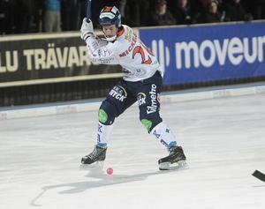 Christian Mickelsson satte första målet i matchen – hans tredje för säsongen. Men det räckte inte långt när Vänersborg växlade upp och vände på steken i andra halvlek.