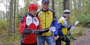 Göran Larsson, Sala, tog ett snack med Alf Lindberg innan han gav sig ut i Skoftestaskogen när KKOK arrangerade veteranorientering i torsdags.