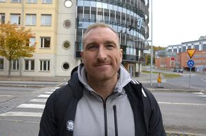 Mikael Bengtsson, 42, fotbollstränare, Njurunda:
