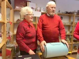 Sonja Eriksson och Kurt Persson sålde lotter. Foto: Elisabet Yngström