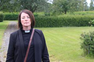 Katarina Frisk är kyrkoherde vid Norrbärke församling i Smedjebacken. Hon tänker rätta sig efter länsstyrelsens direktiv.