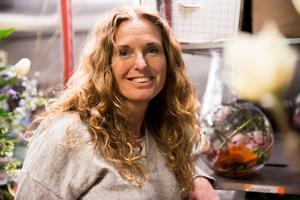Att återanvända och jobba med lokala aktörer är viktigt för Sara Johansson, som driver företaget Personliga blomster och event.