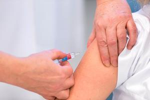 Även om du inte har hunnit vaccinera dig mot influensa och känner att du borde ha gjort det, är det inte för sent. Maximal effekt av vaccinet får man visserligen först efter tio till 14 dagar, men viss effekt redan efter en vecka.Foto: Scanpix