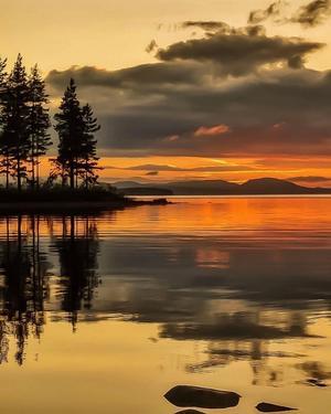 Vackra Tällberg och Siljan. Vi stod här med husvagnen en kväll och lyckan var stor när jag såg solnedgången.