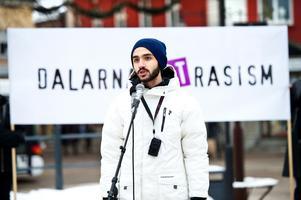 Daniel Riazat var en av grundarna till Dalarna mot rasism. Han var även organisationens ordförande ett tag.