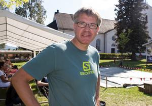 Stipendiet från Ingvar Wikströms minnesfond, 5 000 kronor, går till snart femtonåriga Malin Oskarsson för idrottsframgångar inom mountainbike och löpning. Malin tävlar i Stockholm och pappa Olle tar emot priset.