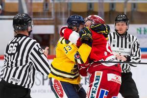 Måns Lindbäck fick Timrås stjärnforward Jonathan Dahlén att tröttna när lagen möttes i september. Foto: Bildbyrån