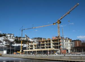 Markus Näslunds nybygge Strandkajen med 38 lägenheter i exklusivt läge i Örnsköldsviks inre hamn – plus affärslokal och restauranger i entréplan. Beräknad inflyttning för de första boende är februari 2020.
