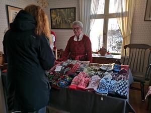 Det var många som sålde hantverk på julmarknaden. Foto: Åsa Eriksson