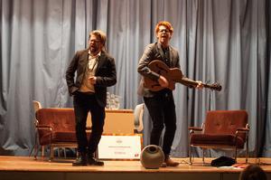 Martin Johansson och Håkan Borgsten framförde stackars-ramsor av Allan Edwall.